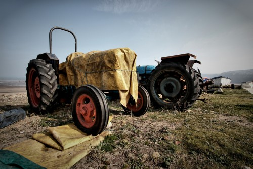 abandoned_tractor-1203357.jpg