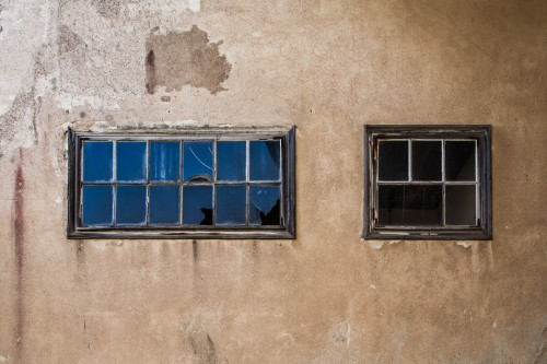 broken-windows-1531752.jpg