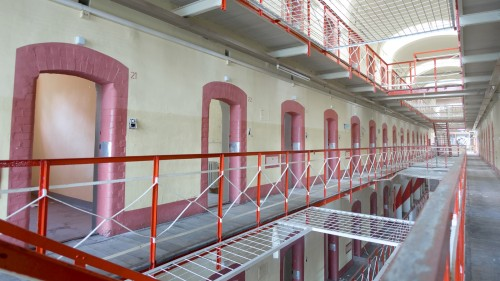 The main block with the cells. In some of them there where still some paintings of the inmates left. / Der Haupttrakt des verlassenen Gefängnisses in NRW. Die Zellen.  More information (written in German) and Pictures: https://www.sagtmirnix.net/artikel/lost-places-nrw/lost-place-verlassenes-gefaengnis-in-nrw